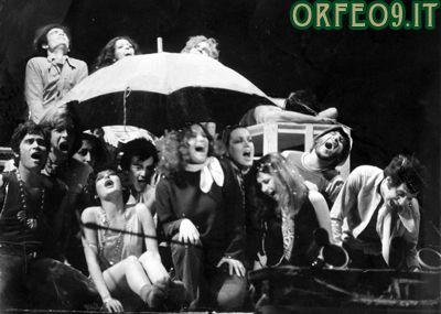 Una foto di gruppo del musical